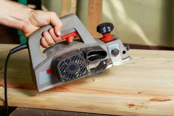 Using a Hand Power Planer on Wide Boards