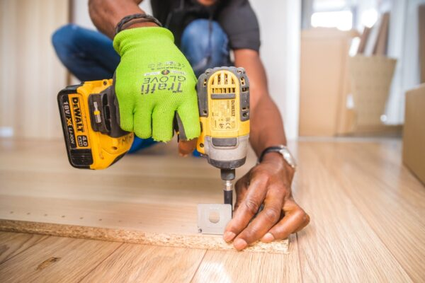 The Difference Between an 18V and 20V Drill